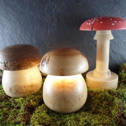 lampes champignons en bois tourné